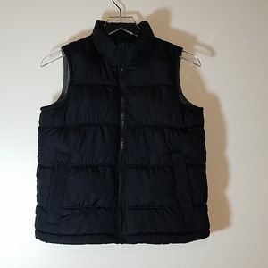 Boy's Old Navy Puffer Vest. Black in size 8.